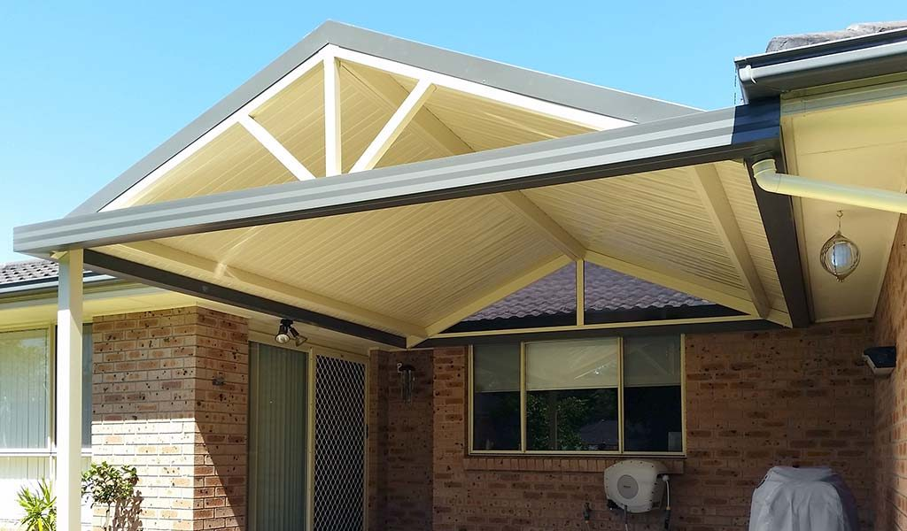 Gable awning with spokes