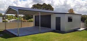 Double steel garage with garaport and enclosed lean-to in vertical K panel