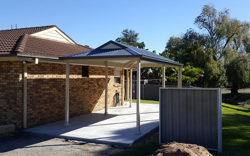 Single carport with Dutch gable roof