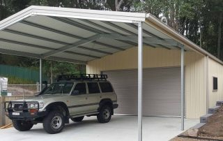 Double garage with garaport in Teralba with vertical K panel in Classic Cream