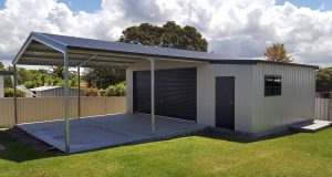 Double garage with garaport and lean-to in Argenton